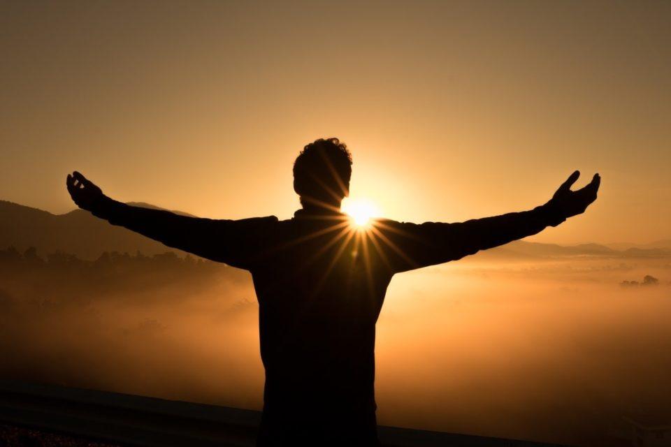 Oração para aumentar a fé: renove a sua crença - WeMystic Brasil